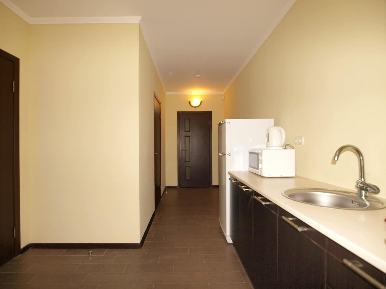 Люкс-улучшенный 4-х местный двухкомнатный. Кухня