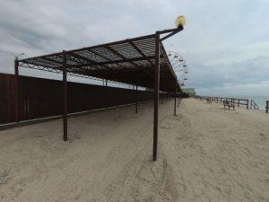 Навесы на пляже Водного мира