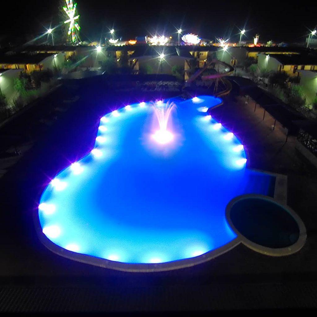 Вечірній басейн